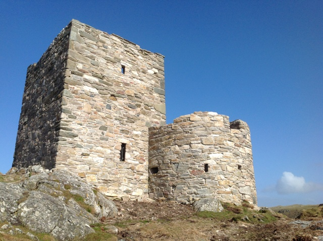 Carrickabraghy - Keep and Round Tower